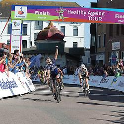 09-04-2017: Wielrennen: Healthy Ageing Tour: BorkumBORKUM (NED) wielrennenEllen van Dijk heeft de Healthy Ageing Tour gewonnen. De renster van Sunweb ging vanaf de eerste dag aan de leiding in deze Groningse etappekoers en zag de zege niet meer in gevaar komen tijdens de slotrit op Borkum.Van Dijk won ook al in 2013 en 2016.