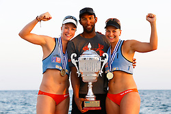 20140607 ITA: EK Beachvolleybal, Cagliari<br /> Marleen van Iersel en Madelein Meppelink winnen goud op het EK 2014, Morph Bowes<br /> ©2014-FotoHoogendoorn.nl / Pim Waslander