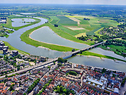 Nederland, Overijssel, Gemeente Deventer, 21–06-2020; rivier de IJssel bij Deventer, zicht op uiterwaardengebied de Bolwerksplas (re) en de Wilhelminabrug. <br /> River IJssel near Deventer, view of the Bolwerksplas (r) fand loodplain area.<br /> luchtfoto (toeslag op standaard tarieven);<br /> aerial photo (additional fee required)<br /> copyright © 2020 foto/photo Siebe Swart