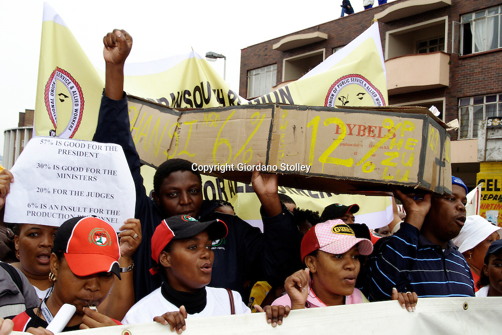 DURBAN - 6 June 2006 - Public sector protesters carry a mock coffin for the state's 6.5 percent offer during a protest march by more than 5000 through the centre of Durban on Wednesday..PIcture: Giordano Stolley/Allied Picture Press