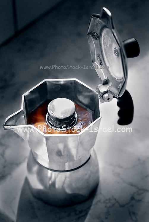 Italian stove top Espresso coffee maker (macchinetta) with fresh brewed coffee and coffee froth (Crema) .????? ???? ?????? ????? ?? ???? ?????? ???????? (?? ??? ???? ????? ?? ??????? ?????? ???? ????? ????)..???? ?????? ???? ???? (crema).