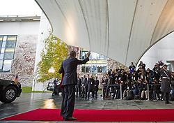 November 17, 2016 - Berlin, Germany - Bundeskanzlerin Angela Merkel empfaengt den US-Praesidenten Barack Obama am 17.11.2016 im Bundeskanzleramt. Mit einem Kuss auf die Wange haben sich der scheidende US-Praesident Barack Obama und Bundeskanzlerin Angela Merkel begruesst. | German Chancellor Angela Merkel welcomes the US President Barack Obama on 17/11/2016 at the Federal Chancellery. With a kiss on the cheek, the outgoing US President Barack Obama and Chancellor Angela Merkel have welcomed..Credit: Stocki/face to face (Credit Image: © face to face via ZUMA Press)