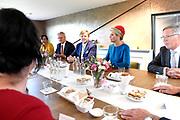 Koning Willem-Alexander en koningin Maxima brengen een streekbezoek aan Schouwen-Duiveland en Tholen in de provincie Zeeland. <br /> <br /> King Willem-Alexander and Queen Maxima pay a regional visit to Schouwen-Duiveland and Tholen in the province of Zeeland.<br /> <br /> Op de foto / On the photo: Aankomst bij manege Hotel Hof van Alexander in Kerkwerve Arrival at stables Hotel Hof van Alexander in Kerkwerve