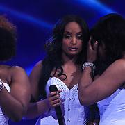 NLD/Hilversum/20100409 - 1e Live uitzending X-Factor 2010, verliezers Fierce huilend