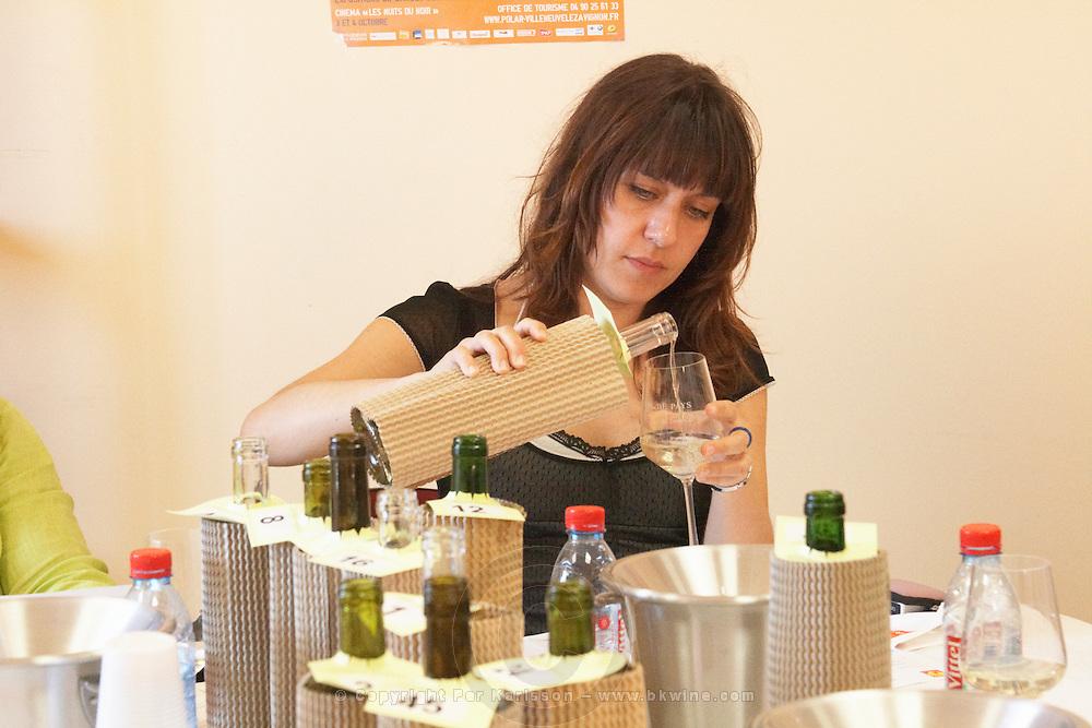 woman tasting wine coup de coeur femmes journalistes cellier des chartreux rhone france