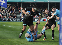Rugby Union - 2018 / 2019 European Rugby Heineken Champions Cup - Quarter-Final: Saracens vs. Glasgow Warriors<br /> <br /> Jamie George of Saracens evades a tackle from Stuart Hogg, at Allianz Park.<br /> <br /> COLORSPORT/ANDREW COWIE
