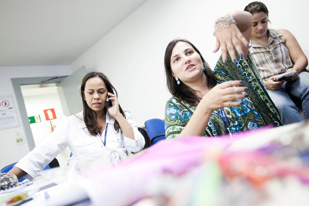Belo Horizonte_MG, 16 de fevereiro de 2011. .PEGN / Mulheres Empreendedoras..Documentacao do Projeto 10.000 Mulheres do Banco Goldman Sachs teve inicio em 2008 e preve, em 5 anos, investir U$ 100 milhoes na formacao de mulheres empreendedoras de paises em desenvolvimento. No Brasil, a Fundacao Dom Cabral e a responsavel pelo projeto e, 500 mulheres, donas de micro e pequenos negocios foram escolhidas para o programa de gestao empresarial e estruturacao de um plano de negocios. A documentacao fotografica e feita com 5 mulheres que participa do curso em Belo Horizonte...Na foto, Cleonice dos Santos Pinto, da empresa Opniao Formada Comunicacao Ltda...Contato:.(31) 9675 8701.cleonice@opiniaoformada.com.br..Foto: NIDIN SANCHES / NITRO