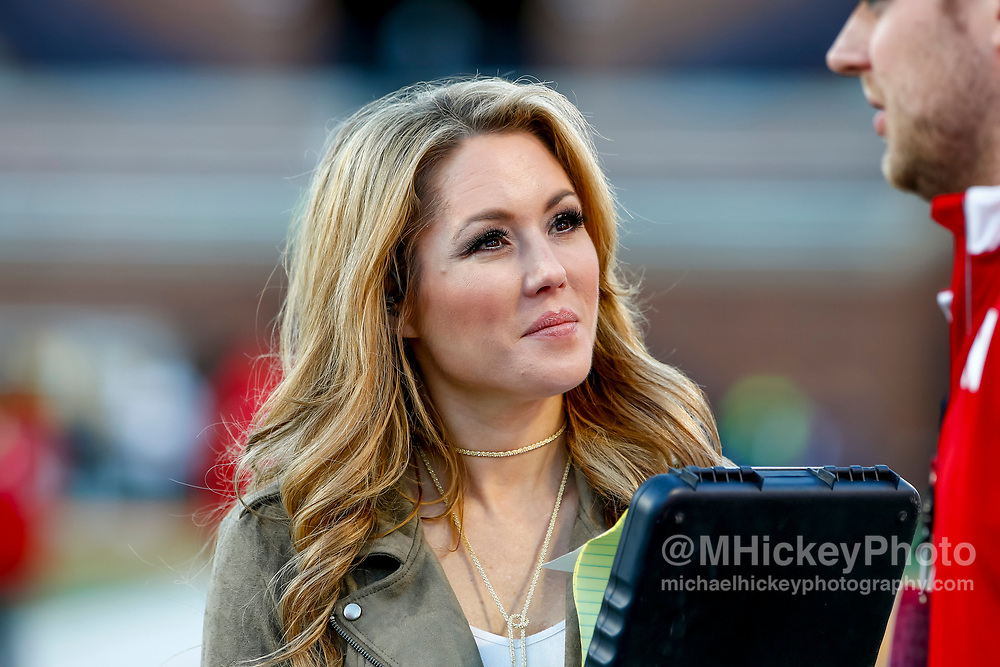 CHAMPAIGN, IL - SEPTEMBER 29: Fox sideline reporter Jennifer Hale is seen before the Illinois Fighting Illini and Nebraska Cornhuskers game at Memorial Stadium on September 29, 2017 in Champaign, Illinois. (Photo by Michael Hickey/Getty Images) *** Local Caption *** Jennifer Hale