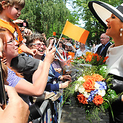 Koning en koningin bezoeken Nedersaksen. In het duitse Leer krijgt Koningin Maxima uitleg over de campagne Frische ist Leben<br /> <br /> King and Queen visit Niedersachsen. In the German town explain Queen Maxima the campaign Frische ist Leben<br /> <br /> op de foto / On the photo:  Koningin Maxima vertrekt / Queen Maxima Leaves