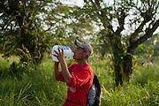 A central american migrant drinks water while he walks in La Palma, into Tenosique. (Photo: Prometeo Lucero)