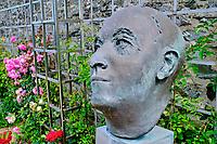 France, Manche (50), Granville, maison de Christian Dior transformée en musée, buste de Dior // France, Normandy, Manche department, Granville, Christian Dior museum, Dior statue