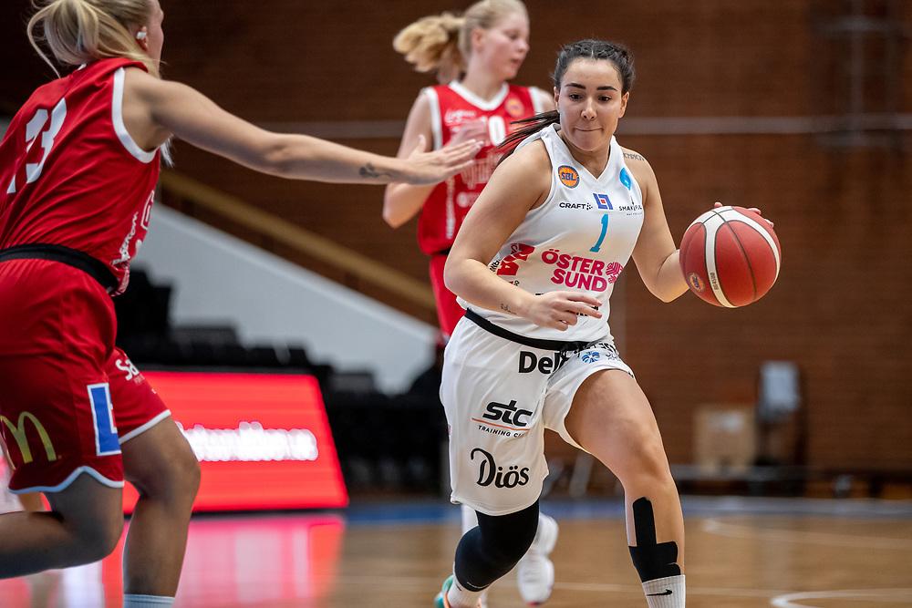 ÖSTERSUND 20210925<br /> Östersunds Danielle Elvbo under lördagens match i Basketligan mellan Östersund Basket och Uppsala Basket i Östersunds Sporthall<br /> <br /> Foto: Per Danielsson/Projekt.P