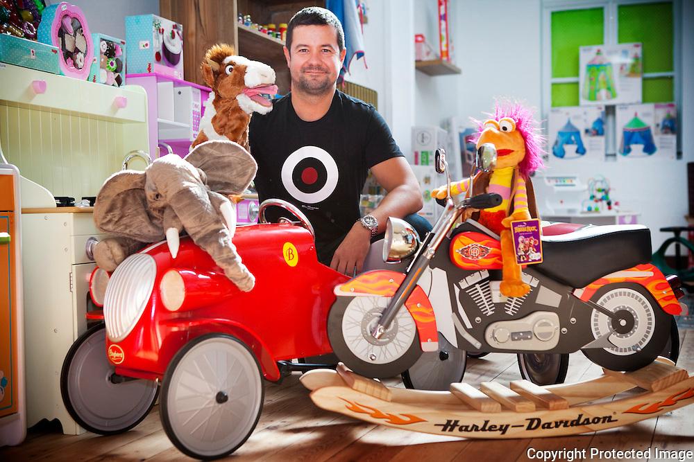 365245-Nieuwe winkel in Bergstraat-Elfjes en Draken-zaakvoerder Marc Van Rompay-Bergstraat 22 Heist op den Berg