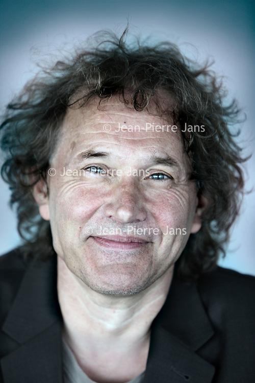 Nederland, Rotterdam , 15 april 2010..Jos de Mul is hoogleraar filosofie van mens en cultuur aan de Erasmus Universiteit Rotterdam..Foto:Jean-Pierre Jans