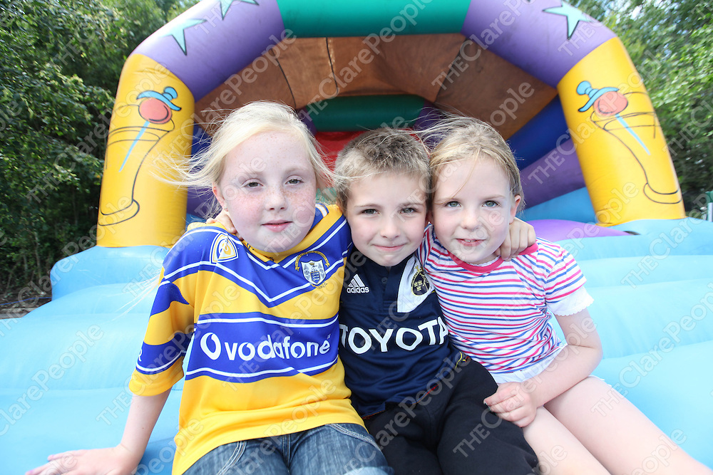 Caoimhe Whelan, Dara and Helena Enright pictured at the Regatta in Clarecastle on Saturday.<br /> Pic. Brian Arthur/ Press 22.