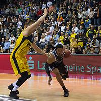 08.03.2020, EWE Arena, Oldenburg, GER, easy Credit-BBL, EWE Baskets Oldenburg vs RASTA Vechta, im Bild<br /> Ishmail WAINRIGHT (Rasta Vechta #24 ) Rasid MAHALBASIC (EWE Baskets Oldenburg #24 )<br /> Foto © nordphoto / Rojahn