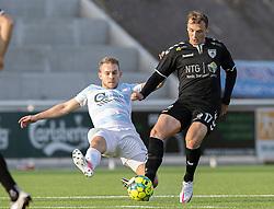 Adam Jakobsen (Kolding IF) tackles af Anders Holst (FC Helsingør) under kampen i 1. Division mellem FC Helsingør og Kolding IF den 24. oktober 2020 på Helsingør Stadion (Foto: Claus Birch).