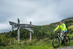 10-09-2017 FRA: BvdGF Tour du Mont Blanc day 2, St. Gervais<br /> Omgeven door imposante bergtoppen en vergezichten rijden we over mooie paden en trails naar de plaats St. Gervais waar we overnachten / Natuur, uitzicht, landschap, Stuwmeer, wegen, Peter