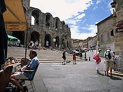 Frankrijk, Arles, 24-8-2006..Plein voor het amphitheater.Romeinse bouwkunst. Historisch stadscentrum...Foto: Flip Franssen/Hollandse Hoogte