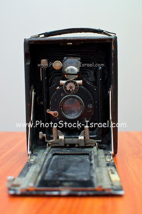 Old style bellow camera with Meyer Görlitz lens