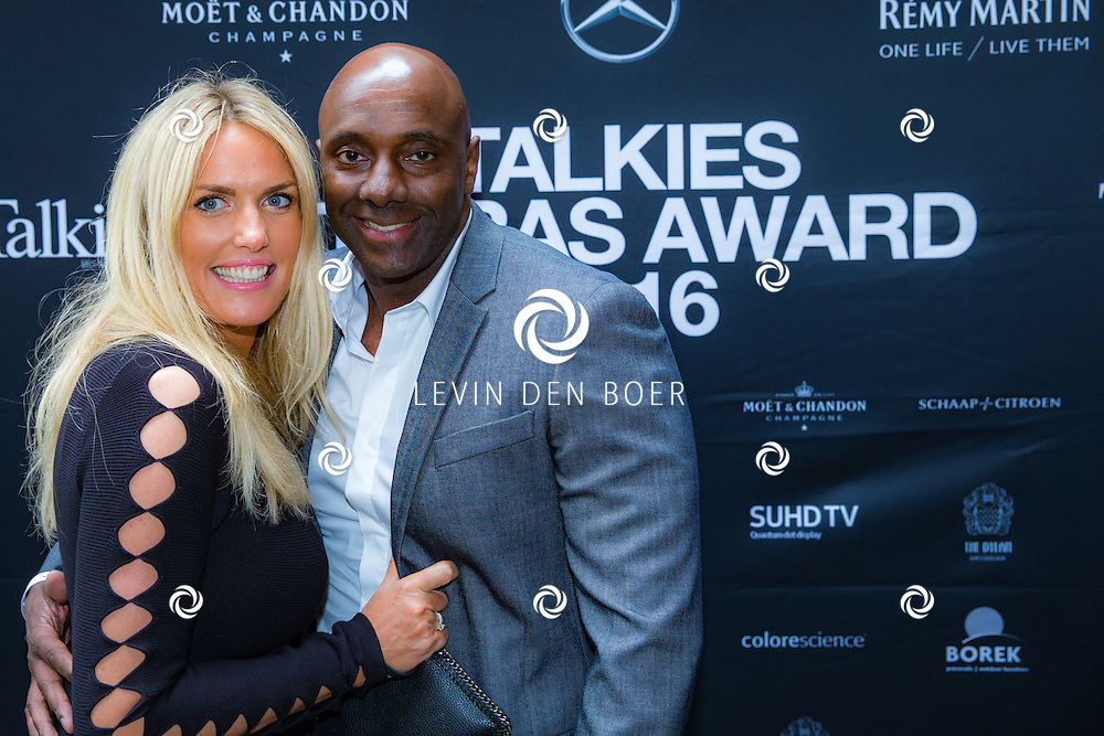 AMSTERDAM - In The Dylan zijn de Talkies Terras Awards uitgereikt voor beste terras 2016. Met hier op de foto Carlos Lens met partner. FOTO LEVIN & PAULA PHOTOGRAPHY VOF