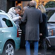 NLD/Amsterdam/20111230 - Winston Gerstanowitz en partner Renate Verbaan winkelend in Amsterdam,