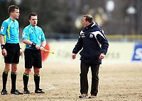 Fotball , 13. april 2013 , Adeccoligaen , 1. divisjon<br /> Stabæk - Kristiansund 0-0<br /> <br /> trener Geir Bakke  , K.sund<br /> sier noe til dommer Ole Gya (tv) etter kampen