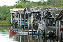 Canoa velha ancorada na lagoa de Ibiraquera no municipio de Imbituba, SC.<br /> <br /> FOTO: Jefferson Bernardes / Preview.com