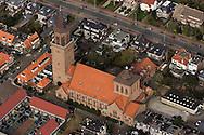 De Sint-Dominicuskerk Leeuwarden is gewijd aan de heilige Dominicus. De driebeukige kruiskerk uit 1937 is gebouwd naar het ontwerp van H.C.M. van Beers. De Domincuskerk heeft aan de oostzijde een vieringtoren en aan de westzijde een hoge toren. De kerk is een rijksmonument.<br /> <br /> Het orgel uit 1866 is gemaakt door Adema voor de oude kerk en in 1937 in de huidige kerk geplaatst. Reparaties zijn uitgevoerd door Bakker & Timmenga. In de Mariakapel wordt het genadebeeld Onze Lieve Vrouwe van Leeuwarden vereerd. (Bron: Wikipedia)