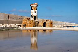 """24/04/2009 Brindisi Diga di Punta Riso in primo piano il """"Vecchio Faro"""" riflesso nell'acqua sullo sfondo un uomo passeggia lungo la Diga"""
