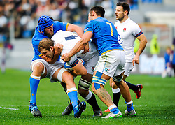 Joe Launchbury of England is tackled by Dean Budd and Renato Giammarioli of Italy - CFPfoto/JMP - 04/02/2018 - RUGBY UNION - Rome, Italy - Stadio Olimpico - Italy v England - 2018 NatWest 6 Nations Championship.