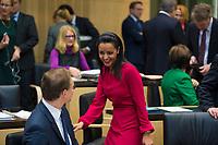 DEU, Deutschland, Germany, Berlin, 16.12.2016: Michael Müller (SPD), Regierender Bürgermeister von Berlin, und Staatssekretärin Sawsan Chebli bei einer Sitzung im Bundesrat.