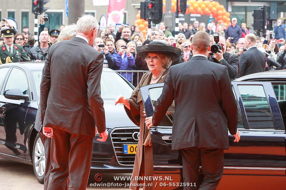 NLD/Amsterdam /20130413 - Heropening Rijksmuseum 2013 door Koningin Beatrix, Koningin Beatrix wordt begroet door Eberhard van der Laan en Johan Remkes