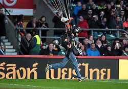December 27, 2016 - London, England, United Kingdom - A BASE jumper delivers the match ball prior to the Aviva Premiership Rugby Big Game 9 match between Harlequins and Gloucester Rugby at The Twickenham Stadium, London on 27 Dec 2016  (Credit Image: © Kieran Galvin/NurPhoto via ZUMA Press)