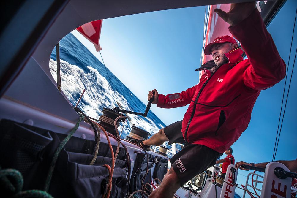 Leg 02, Lisbon to Cape Town, day 10, on board MAPFRE. Rob Greenhalgh controlando tensiones de las velas. Photo by Ugo Fonolla/Volvo Ocean Race. 14 November, 2017