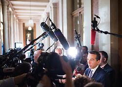 23.05.2017, Parlament, Wien, AUT, Parlament, Gespräche zwischen den sechs Parlamentsfraktionen mit der Bundesregierung, im Bild Bundeskanzler Christian Kern (SPÖ) // Federal Chancellor of Austria Christian Kern during meeting of the six National Council partys of austria at austrian parliament in Vienna, Austria on 2017/05/23, EXPA Pictures © 2017, PhotoCredit: EXPA/ Michael Gruber