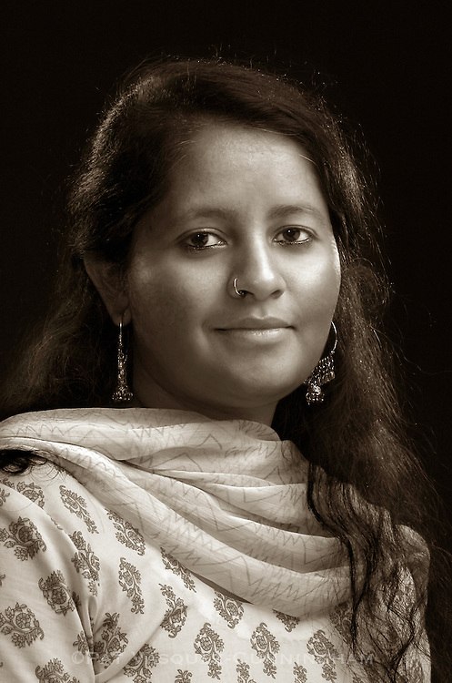 pvcBHAVANAbw1/5-24-06/JP2/SAGE.  Bhavana Upadhyaya (CQ), poses for a portrait for SAGE Magazine, photographed Wednesday May 24, 2006.  (PAT VASQUEZ-CUNNINGHAM/JOURNAL)