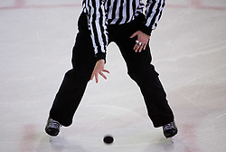 Vrze ploscico za zacetek igre. Slovenski hokejski sodnik Damir Rakovic predstavlja sodniske znake. Na Bledu, 15. marec 2009. (Photo by Vid Ponikvar / Sportida)