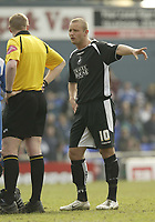 Photo: Aidan Ellis.<br /> Oldham Athletic v Swansea City. Coca Cola League 1. 22/04/2006.<br /> Swansea's Lee Trundle points some thing out to thr referee