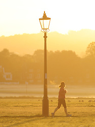 © Licensed to London News Pictures. 29/09/2018<br /> BLACKHEATH, UK.<br /> Morning sunrise run over the common.<br /> A cold Autumn morning as the sun comes up in South East London on Blackheath Common, Blackheath.<br /> Photo credit: Grant Falvey/LNP