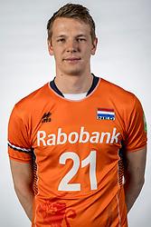 10-05-2017 NED: Selectie Nederlands volleybal team mannen 2017, Arnhem<br /> Op Papendal werd de selectie gepresenteerd / Stijn van Schie #21