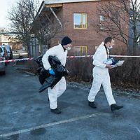 Kristiansand  20161206.<br /> Politiets teknikere jobber på åstedet  ved Wilds Minne skole der en kvinne og en gutt ble knivstukket mandag og døde senere av skadene. <br /> Foto: Tor Erik Schrøder / NTB scanpix