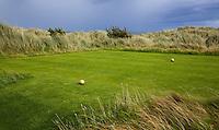 BALMEDIE - Aberdeenshire - Schotland. Trump International Golf Links. Tee met gouden bollen. Hole 2. COPYRIGHT KOEN SUYK