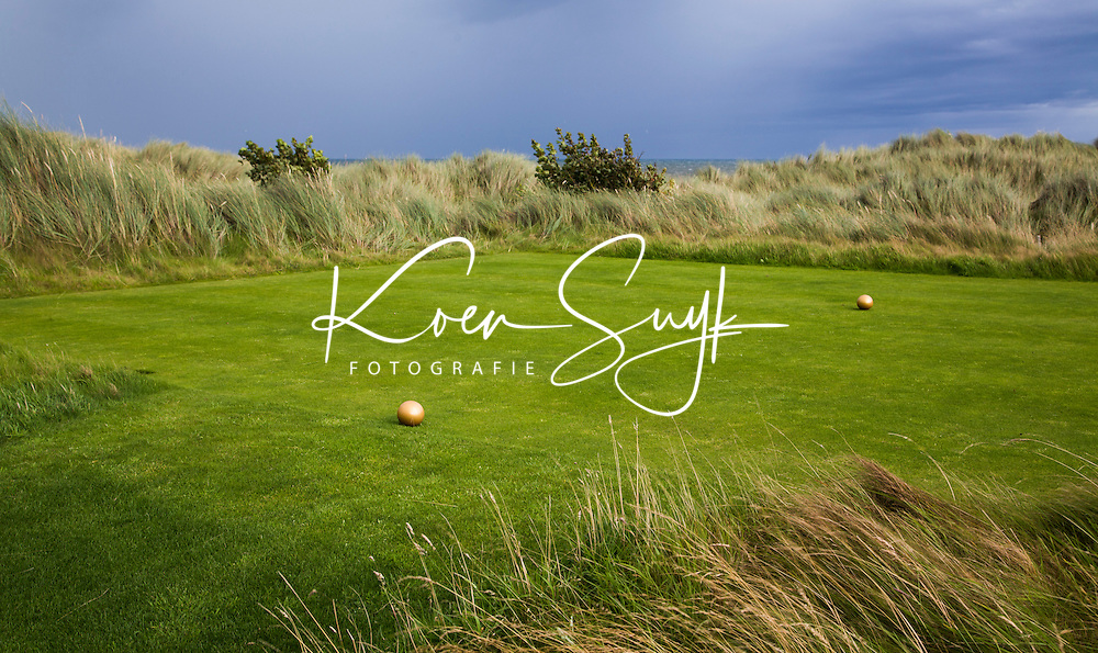 BALMEDIE - Aberdeenshire - Schotland. Trump International Golf Links. Tee met gouden bollen. Hole 2. COPYRIGHT KOEN SUYK