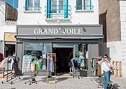 France, Vandee, Ile D'yeu, shopping à Port Joinville