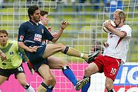 Fotball<br /> Bundesliga 2003/04<br /> 1860 München v Hamburger SV<br /> 17. april 2004<br /> Foto: Digitalsport<br /> NORWAY ONLY<br /> <br /> Martin Stranzl, Sergej Barbarez HSV
