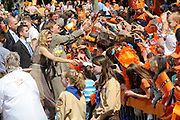 Koninginnedag 2011 in de Limburgse plaats Weert // Queen's Day 2011 in the southern of Holland ( Limburg). The Royal family is visiting the city of Weert.<br /> <br /> Op de foto / On the photo: Princes Maxima and Prince Willem Alexander