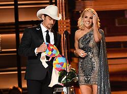 Brad Paisley, Carrie Underwood bei den 50. Country Music Awards in Nashville / 021116<br /> <br /> *** Country Music Awards 2016, Nashville, USA, November 2, 2016 ***