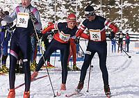 Langrenn - Junior NM Stafett - Holmekollen 3. mars 2002. Fra venstre: Lars Moholt (20-2) veksler med Morten Svinsås (20-3). (Foto: Andreas Fadum, Digitalsport)