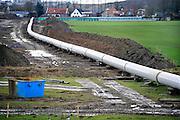 Nederland, Beuningen, 27-2-2010De Gasunie legt een nieuwe gasleiding aan. Het legt van Noord- naar Zuid-Nederland een nieuwe pijpleiding aan ter verbetering en uitbreiding van het gastransportnetwerk. Hier wordt gewerkt aan het traject tussen Angerlo en Beuningen.Foto: Flip Franssen/Hollandse Hoogte
